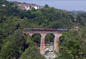 In treno storico da Torino alla val Tanaro tra montagne e natura