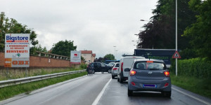 Incidente tra camion e auto nei pressi del Big Store