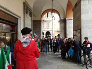 La pioggia non ha fermato la manifestazione pro-Mattarella