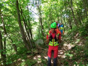 Cade e si fa male mentre cerca funghi: interviene il Soccorso Alpino