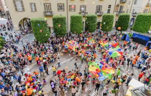 Grande successo a Cuneo per 'Famiglia Sei Granda'