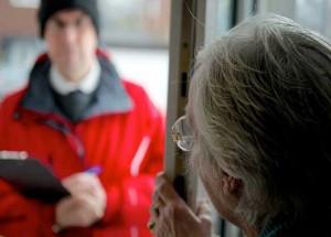 Truffavano anziani fingendosi tecnici del gas: denunciati in otto