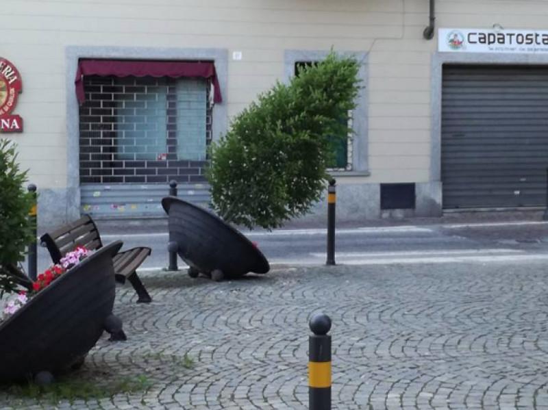 Ufficio Arredo Urbano Padova : Deturpato l arredo urbano in via umberto a bra cuneodice