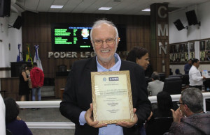 Padre Renato Chiera ha ricevuto la prestigiosa targa 'Mozione di Congratulazione e Applausi'