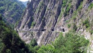 Una mostra fotografica e un documentario sulla strada del vallone di Elva