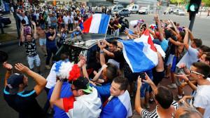 La Francia vince i Mondiali, auto italiane in coda 'aggredite' a Tenda