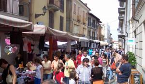 Violenta aggressione al mercato a Busca: picchiato un ambulante