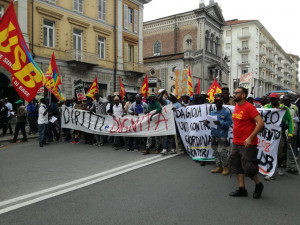 'La manifestazione dei lavoratori stagionali libero esercizio del diritto di riunione'