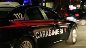 Ruba due auto minacciando gli occupanti e provoca due incidenti: fermato a Bra un trentenne
