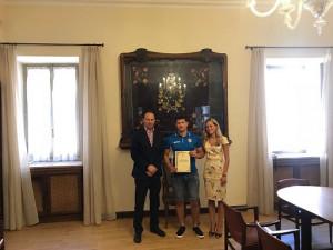 L'azzurro di Rugby League Nicholas Ferrero ricevuto dal sindaco di Borgo San Dalmazzo