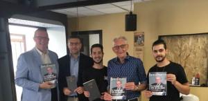 Un 'taglio' alla disinformazione finanziaria: Banchieri in barberia a Bra