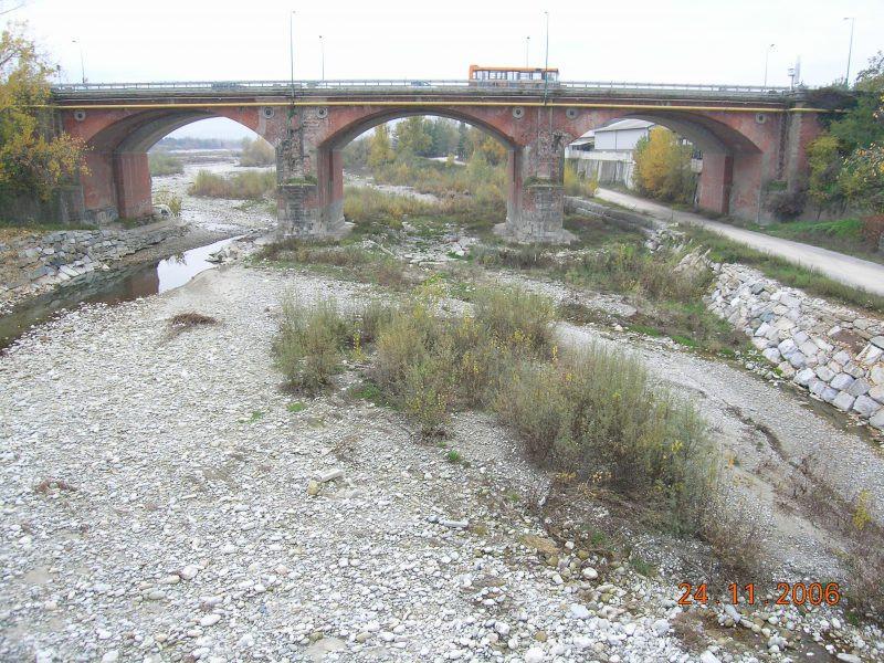 Ponte In Muratura.Reti Di Protezione Installate Sul Ponte Sul Torrente Gesso A
