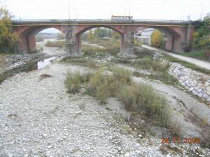 Reti di protezione installate sul ponte sul torrente Gesso a Cuneo