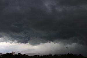 Il bel tempo ha le ore contate: allerta gialla per forti temporali a partire da stasera