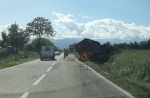 Camion ribaltato tra San Chiaffredo e San Pietro del Gallo, illeso il conducente