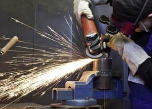 La produzione industriale in crescita del 2 percento