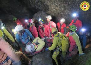 Esercitazione del Soccorso Alpino nella grotta di Piaggia Bella all'interno del Marguareis