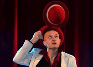 Mister David porta a Dronero magia e illusionismo