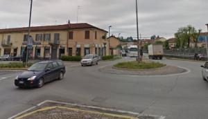 Bra: si riasfalta la rotonda di via Cuneo