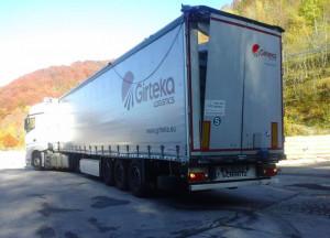 'I camion lituani continuano a incastrarsi nel tunnel del Tenda e bloccare il traffico'