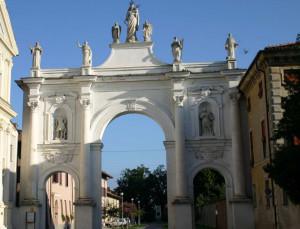 Cherasco: via libera al restyling dell'Arco del Belvedere e del viale che porta ai Bastioni