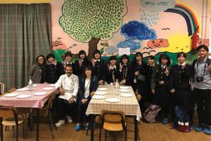 Bra, studentesse dal Giappone in visita alla mensa comunale