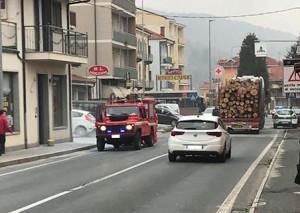 Auto in fiamme in corso Romita a Busca: sul posto i Vigili del Fuoco (VIDEO)