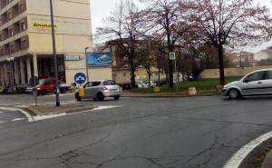 'Servono dossi per rallentare le auto in via Avogadro'