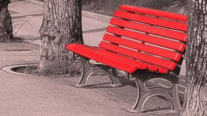 Anche a Mondovì una panchina rossa contro la violenza sulle donne
