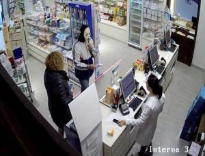 Pubblica su Facebook foto con la stessa maschera con cui aveva commesso una rapina: arrestato