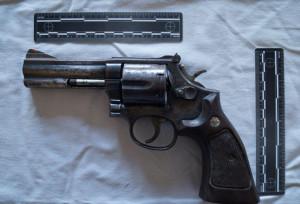 In casa avevano armi e diversi tipi di droghe: tre arresti a Caramagna Piemonte