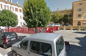 Cuneo, largo Caraglio addobbato per Natale dagli studenti dell'istituto comprensivo di corso Soleri