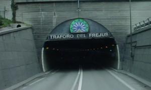 Camionisti pronti a scendere in piazza: 'Basta all'aumento delle tariffe dei trafori'
