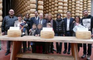 La Valgrana donerà una forma di Piemontino da 34 kg ai primi nati del 2019