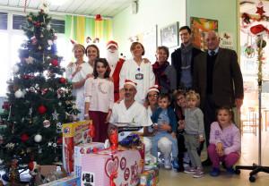 Babbo Natale in visita dai bambini del reparto di Pediatria del Santa Croce
