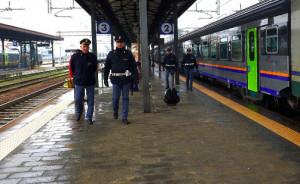 Non poteva rientrare in Italia fino al 2027, ma viaggiava sul treno Alba-Bra