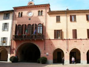 Alba: la bocciofila ospita la cena di Forza Italia, il Movimento 5 Stelle insorge