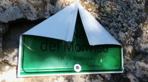Danneggiati i cartelli di confine del Parco del Monviso
