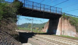 Limiti di peso e velocità per il transito sul cavalcaferrovia di San Michele Mondovì
