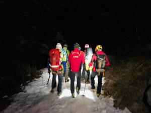 Un 79enne si procura un trauma mentre tenta di scalare una cascata di ghiaccio