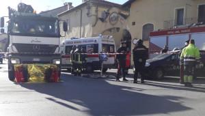 Camion investe 67enne in centro Borgo San Dalmazzo: la donna è morta sul colpo