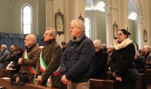 Alba: una corona d'alloro sulla targa dedicata a Padre Girotti