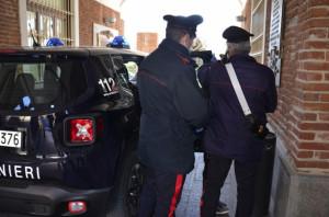 Maltrattamenti e persecuzioni in famiglia: arrestati due uomini nel Saluzzese