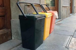 Cuneo, in distribuzione la fornitura annuale di sacchetti e i nuovi calendari del 'porta a porta'