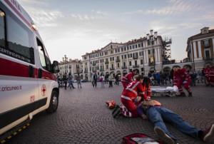 I centri commerciali e la Croce Rossa raccolgono donazioni per l'acquisto di ambulanze