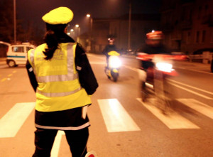 Al volante con un tasso alcolemico doppio rispetto al consentito, denunciata una donna a Bra