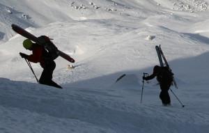 Scialpinista si fa male a un ginocchio al colle delle Traversette, recupero difficile a causa del vento
