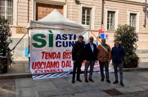 Asti-Cuneo: prosegue il presidio davanti alla Prefettura