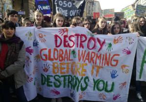 A Cuneo oltre duemila studenti hanno manifestato per il clima