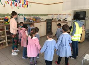 Le scuole dell'infanzia di Alba partecipano al progetto Piedibus 'Andiamo a scuola insieme'